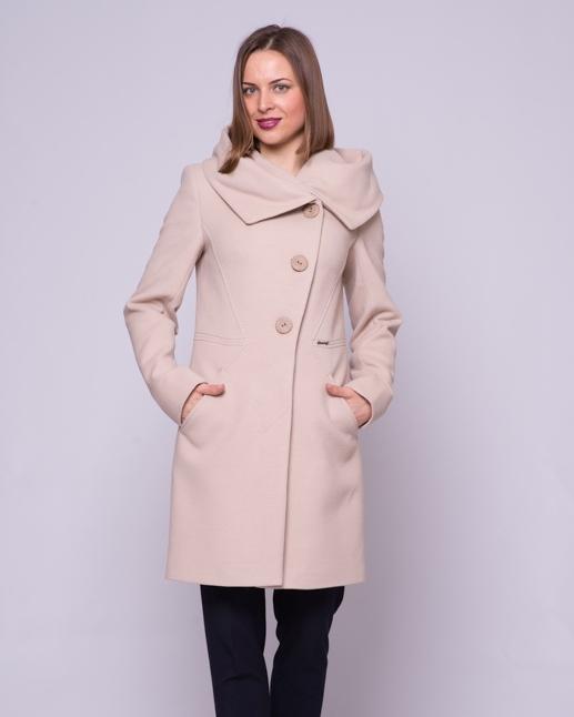 Пальто приталенное, капюшон беж