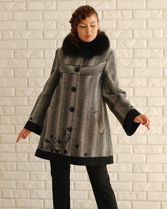 Пальто твид с вышивкой