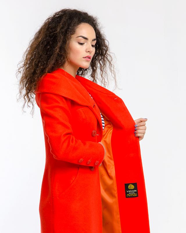 Пальто приталенное с капюшоном
