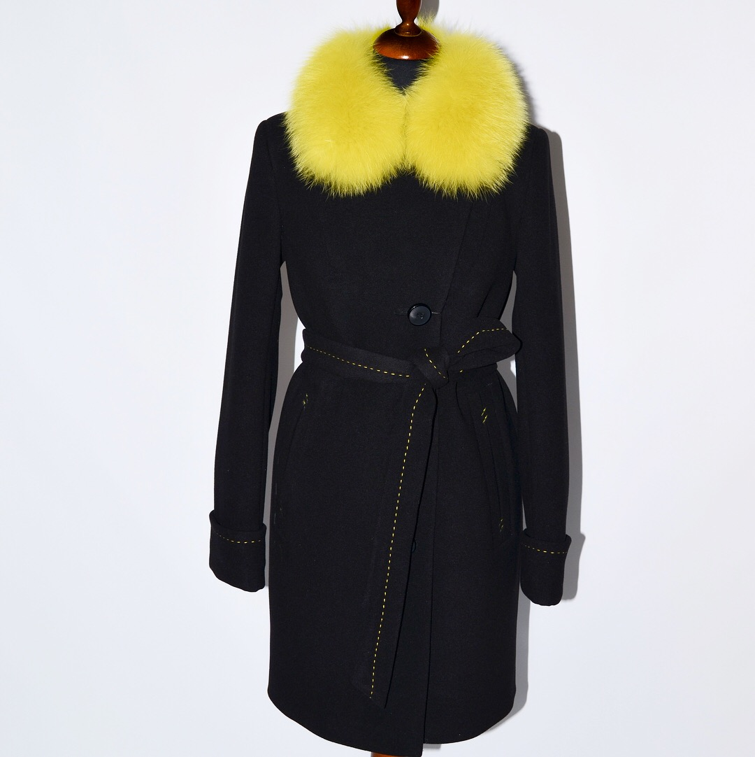 Пальто с контрасным мехом