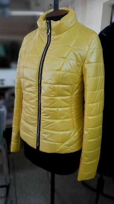 Приталенная куртка лимон