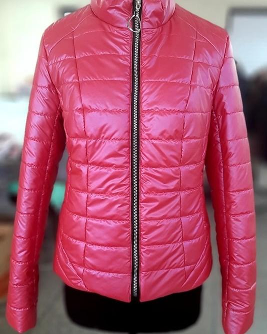 Приталенная куртка малина