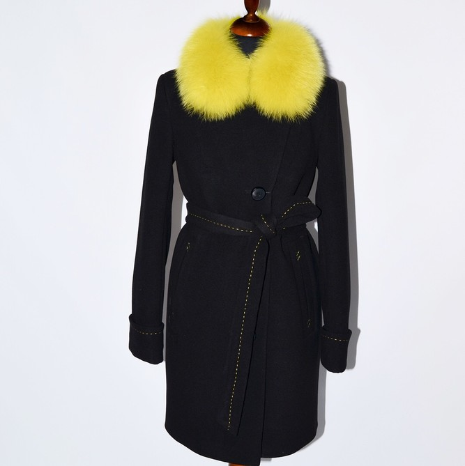 Пальто с контрасным мехом черное-желтое