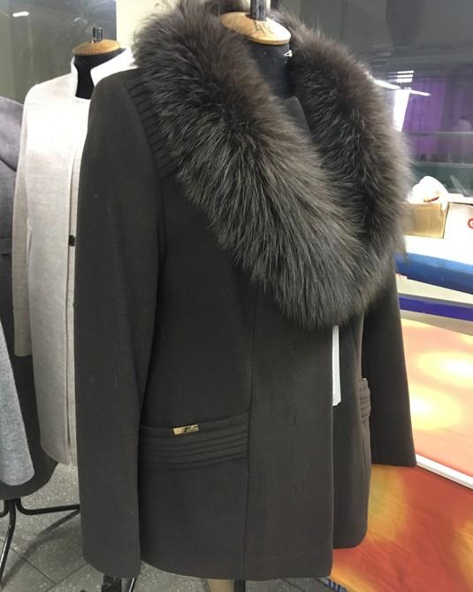 Короткое пальто с шалью коричневое