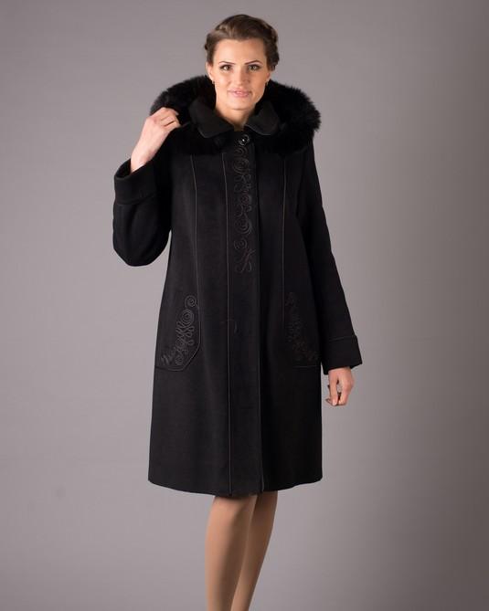 Пальто с вышивкой черное