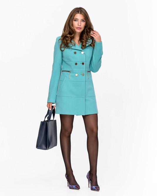 Приталенное пальто с брошью бирюзовое