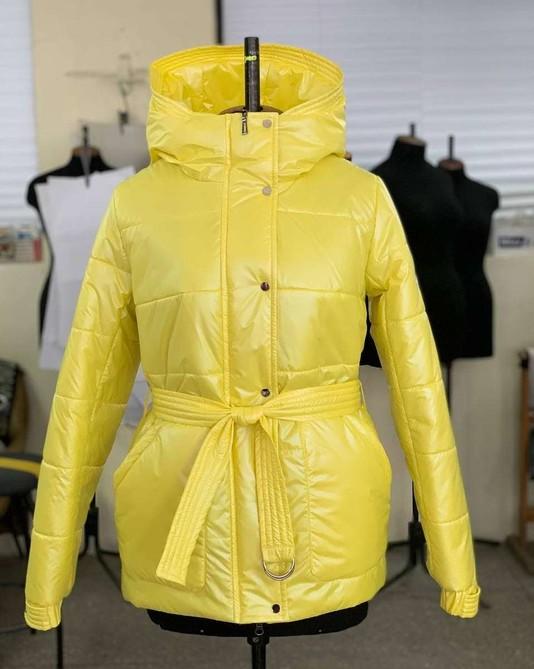 Куртка с поясом желтая