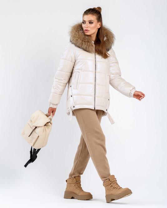 Зимняя куртка с натуральным мехом жемчужная